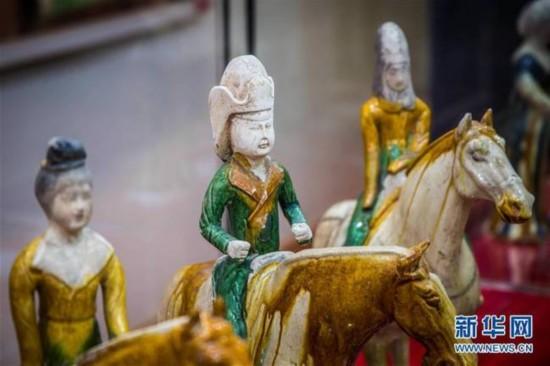 这是2月7日在波兰卢布林省图书馆拍摄的洛阳唐三彩艺术品。