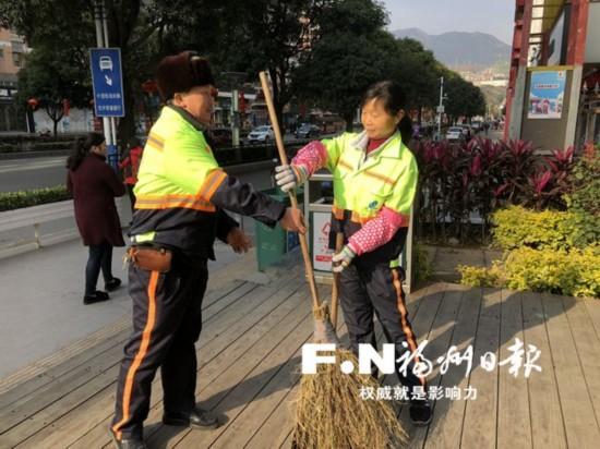 福州:环卫工夫妻14年同扫一条街