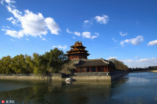 The turret of the Palace Museum in Beijing is seen in a clear day on Nov 22, 2017. [File photo: IC]