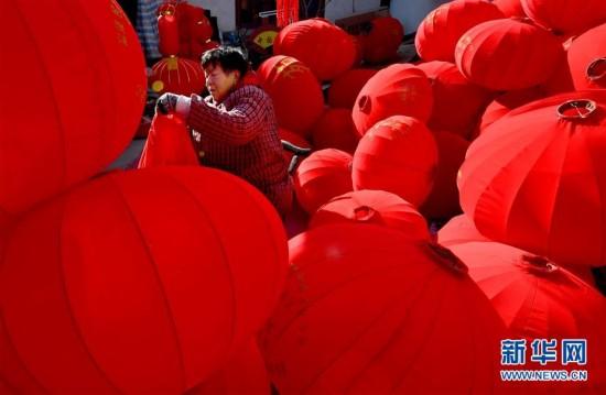 (社会)(7)春节到 灯笼俏