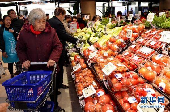 喜迎新春佳节 福州年货市场一片红火