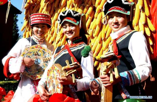 (MOMENTS FOREVER)(FESTIVECHINA)CHINA-SPRING FESTIVAL-ETHNIC MINORITIES (CN)