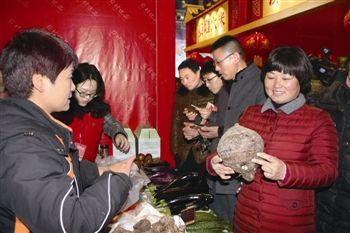 泰州姜堰展销70多种农特产品 日销售300多万