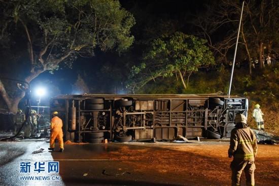 (突发事件)(1)香港双层巴士车祸造成多人死伤