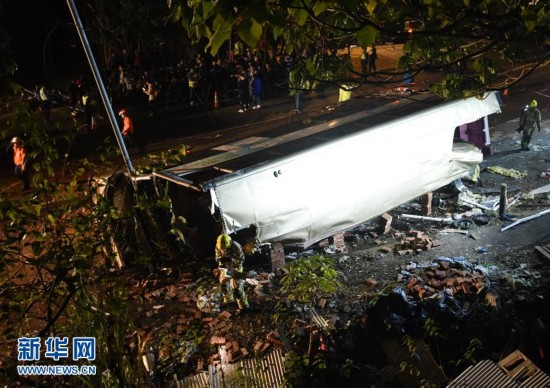 (XHDW)(2)香港双层巴士车祸造成多人死伤
