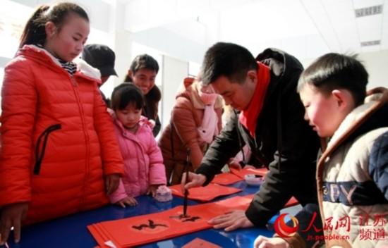徐州青年艺术家为留守儿童送上新年大礼包