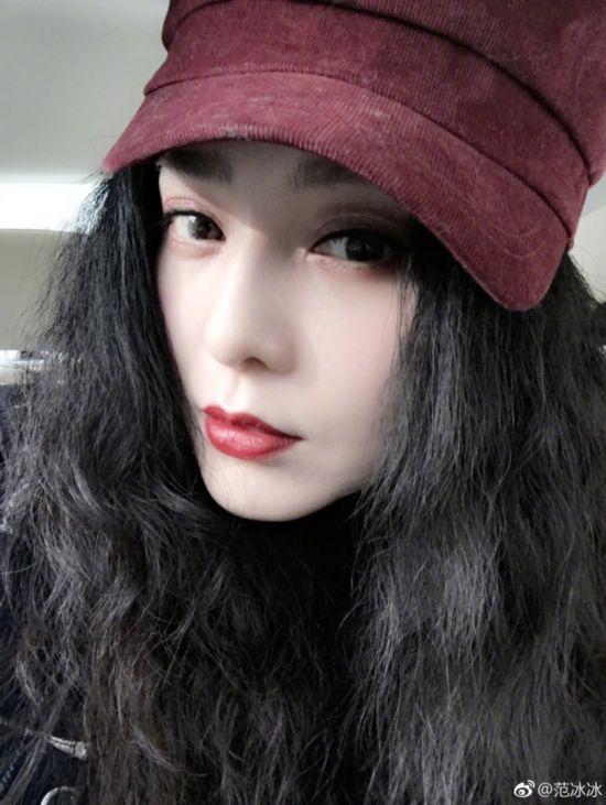 范冰冰和好友日本过小年 肤白红唇妆容精致发量惊人