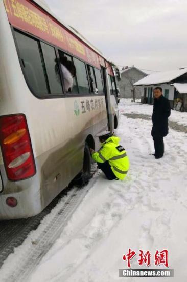春节道路交通安全隐患勿轻视 客运车辆超载现象仍存
