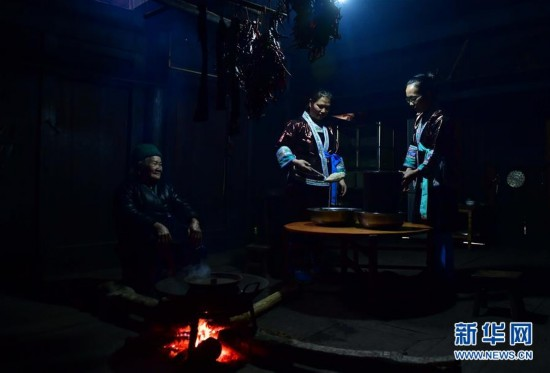 (新春走基层)(1)广西大苗山:酿美酒 待儿归