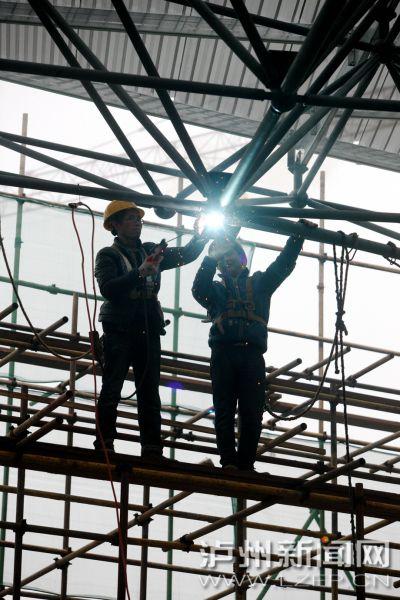 云龙机场民航土建工程已完成工程总量70%  5