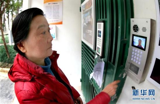 """(在习近平新时代中国特色主义思想指引下——新时代新气象新作为·图文互动)(1)数据织密城市安全网络 智能化让市民更添幸福——新时代上海开启""""智慧公安""""建设"""
