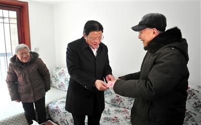顾国标走访慰问南通海安困难群众和劳模
