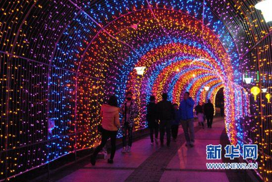 【网络媒体走转改】十多组灯雕点亮宁德北岸公园