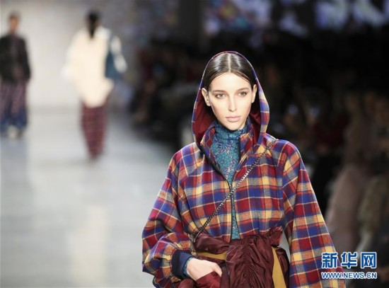 (国际)(1)Vivienne Tam品牌亮相纽约时装周