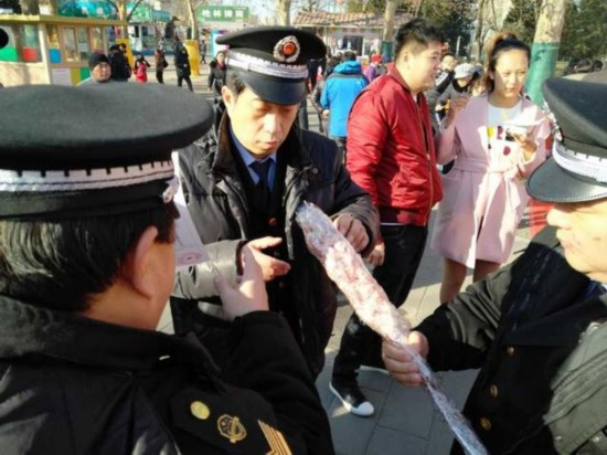 春节庙会牛羊肉串抽检覆盖每个摊位  糖葫芦鲜榨果汁不许现场制售