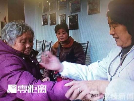 南京一退休医生坚持15年为社区居民免费看病