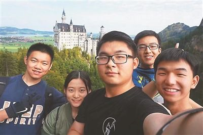 探访不一样的团圆:快递员接家人来南京过年