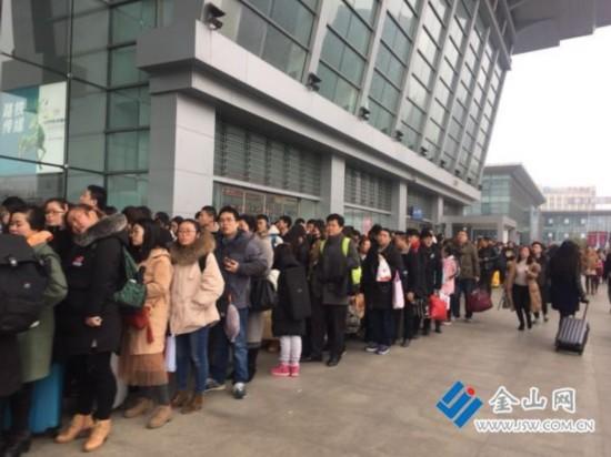 春节长假镇江公路发送旅客近32万人次