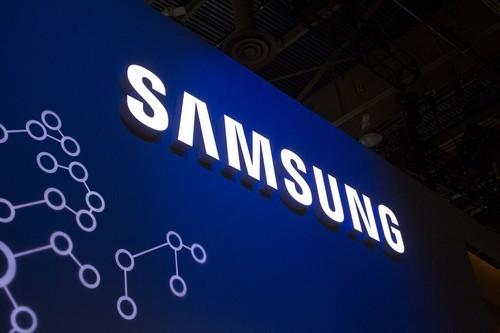 三星生产的中小尺寸OLED面板几乎独霸市场,价格也相对较高,此次面向中国市场寻求新的合作伙伴,据了解,由于苹果的前车之签摆在那里,因此国内的手机厂商对此热情并不高,并且三星提供的刚性OLED面板与液晶面板外观相似,产能足价格低,是国内市场的主力军。
