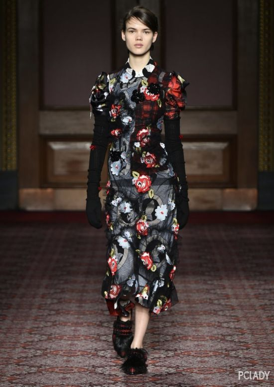 AW18伦敦时装周直播:穿Simone Rocha的柔美酷仙女