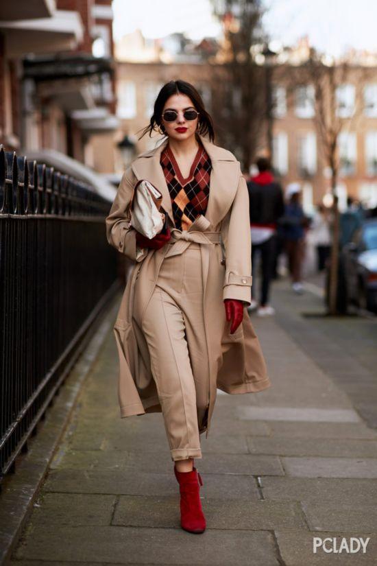 趁着天还冷,来借鉴一波2018秋冬伦敦秀场外的潮人穿搭