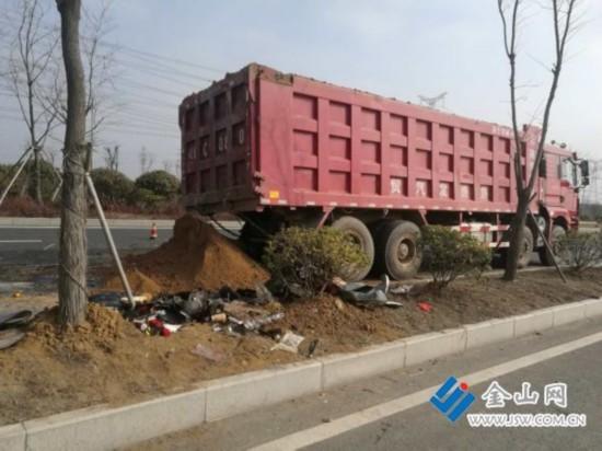 312国道镇江丹徒段发生追尾事故 造成三人死亡