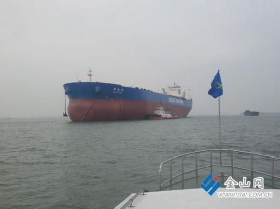 30万吨级巨轮在镇江水域试航成功