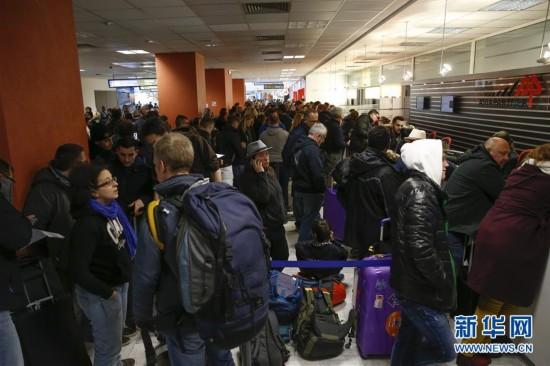 (国际)(1)法国尼斯大雪导致航空交通停滞