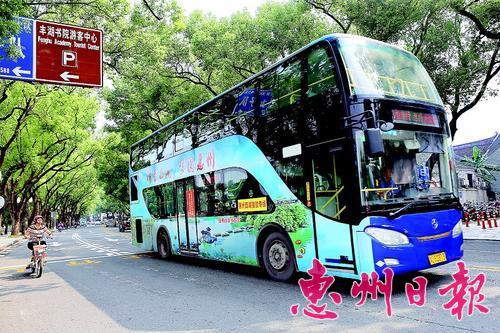 ▲2018年在市区拍摄的双层旅游观光巴士。