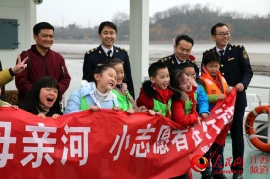 镇江小学生走进海事开展社会实践活动