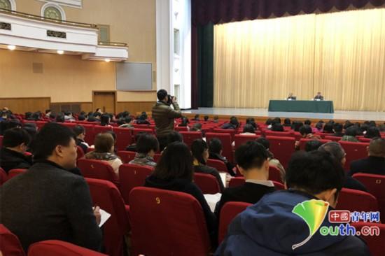 2月28日,全国政协十三届一次会议记者通气会召开。中国青年网记者吴楚摄