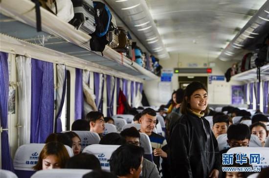 """新疆铁路节后迎来""""双流""""高峰"""