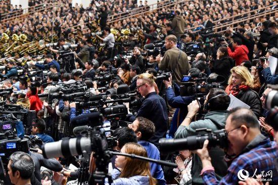 十三届全国人大一次会议开幕会:记者聚焦开幕会
