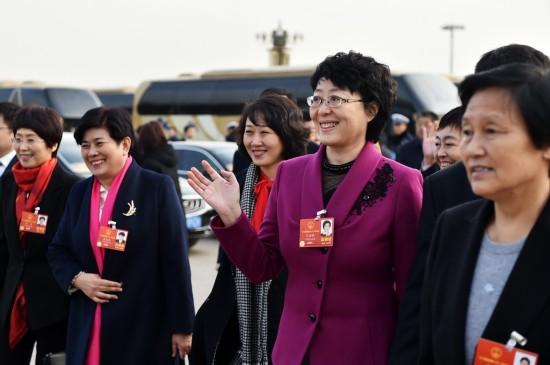 十三届全国人大一次会议开幕会:全国人大代表抵达天安门广场