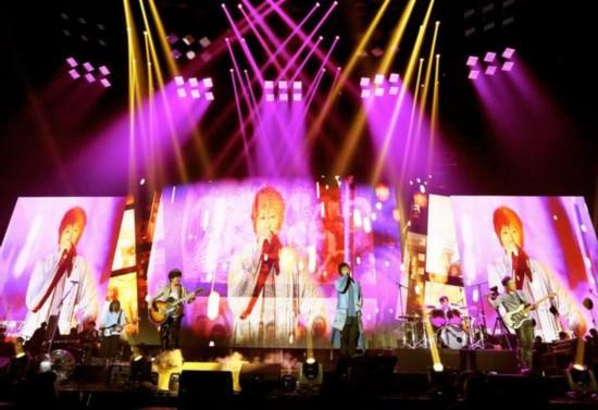 周杰伦巴黎游玩探班五月天演唱会 预言玛莎将得子