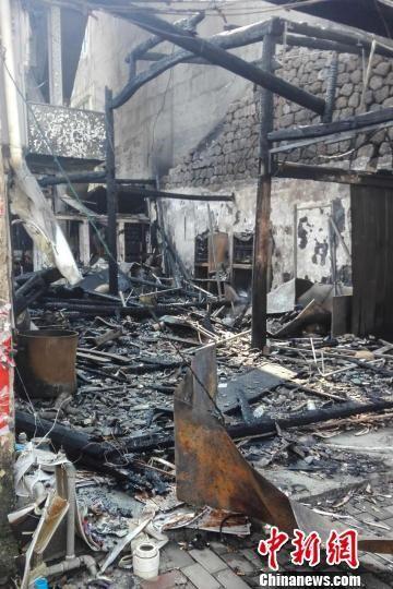 图为被烧毁的粉店。 陈彬龙 摄