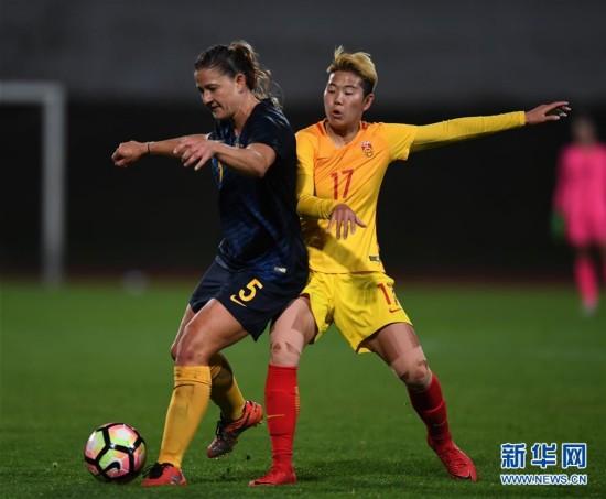 (体育)(2)足球――阿尔加夫杯:中国队不敌澳大利亚队