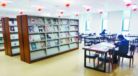 徐州沛县新图书馆吸引市民享受阅读品味书香