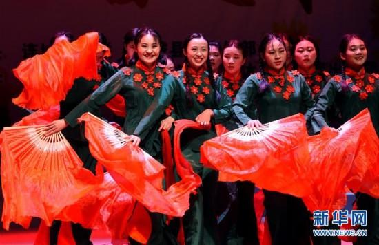 """(社会)客家歌舞迎""""三八"""""""