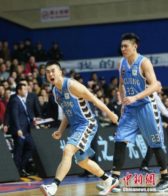 CBA季后赛:王骁辉关键三分把北京队拉回五棵松