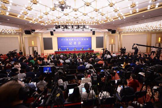 """财政部部长肖捷等就""""财税改革和财政工作""""答记者问。人民网记者 张启川 摄"""