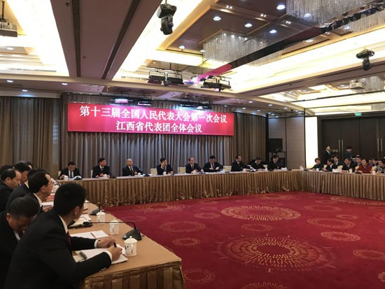 十三届全国人大一次会议江西代表团全体会议现场。(人民网记者 罗知之摄)