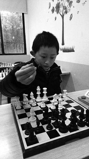 """常州10岁男孩晋升为""""全国国际象棋棋协大师"""""""