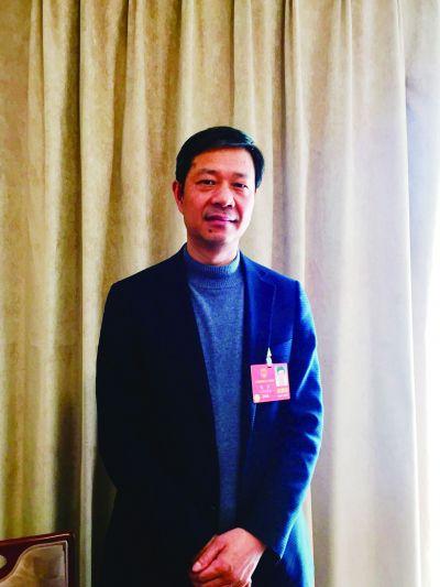 陈鑫代表建议缓解急救医师紧缺 让叫车不再难