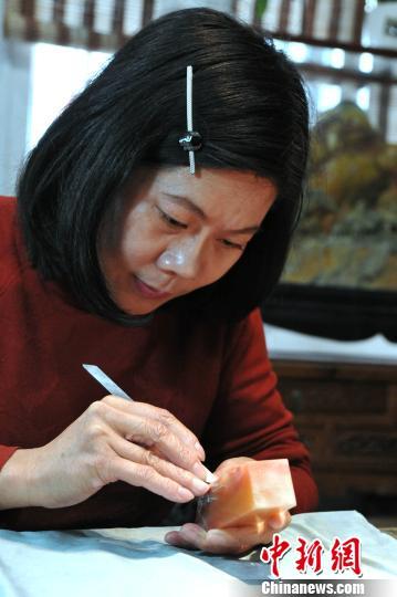 女雕刻家葉子:為壽山石雕注入更多的人文情懷