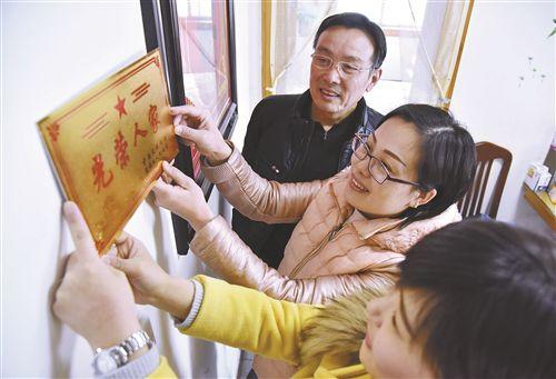 """徐州26萬戶優撫對象家庭挂上""""光榮人家""""牌"""