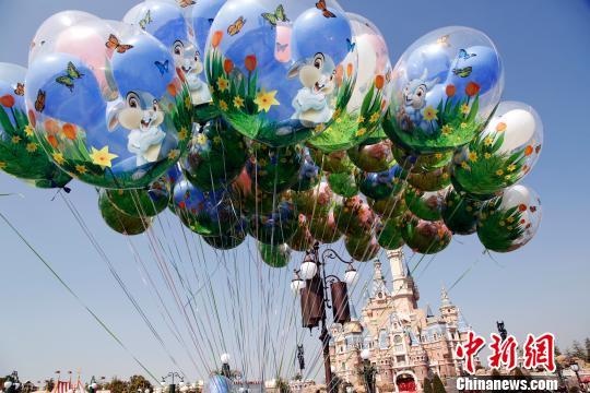 上海迪士尼乐园开启迷人春季全新体验