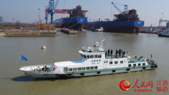 扬州两艘超大型油轮首次同时出坞