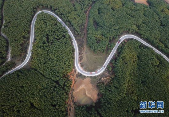 """(图文互动)(4)贵州沙子坡林场:三代护林员守护一片""""林海"""""""