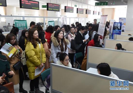 (社会)(1)江苏举办女大学生专场招聘会